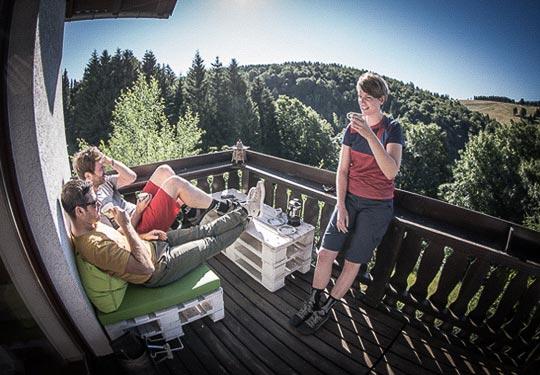 Mountainbike- und Outdoor-Sport-Unterkunft Harz-BnB Werkmeister - Morgens Kaffee auf dem Balkon