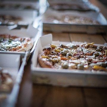 Pizza im Aufenthaltsraum - Mountainbike- und Outdoor-Sport-Unterkunft Harz-BnB Werkmeister